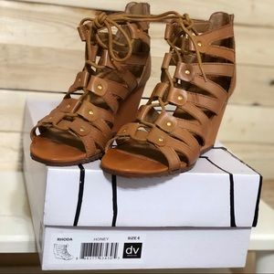 DV Dolce Vita Rhoda honey Gladiator Tan Sandals